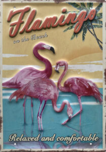 Retro metalen bord groot reliëf - Flamingo on the beach