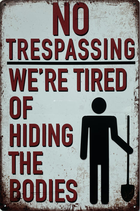 Retro metalen bord limited edition - No trespassing tired of hiding the bodies